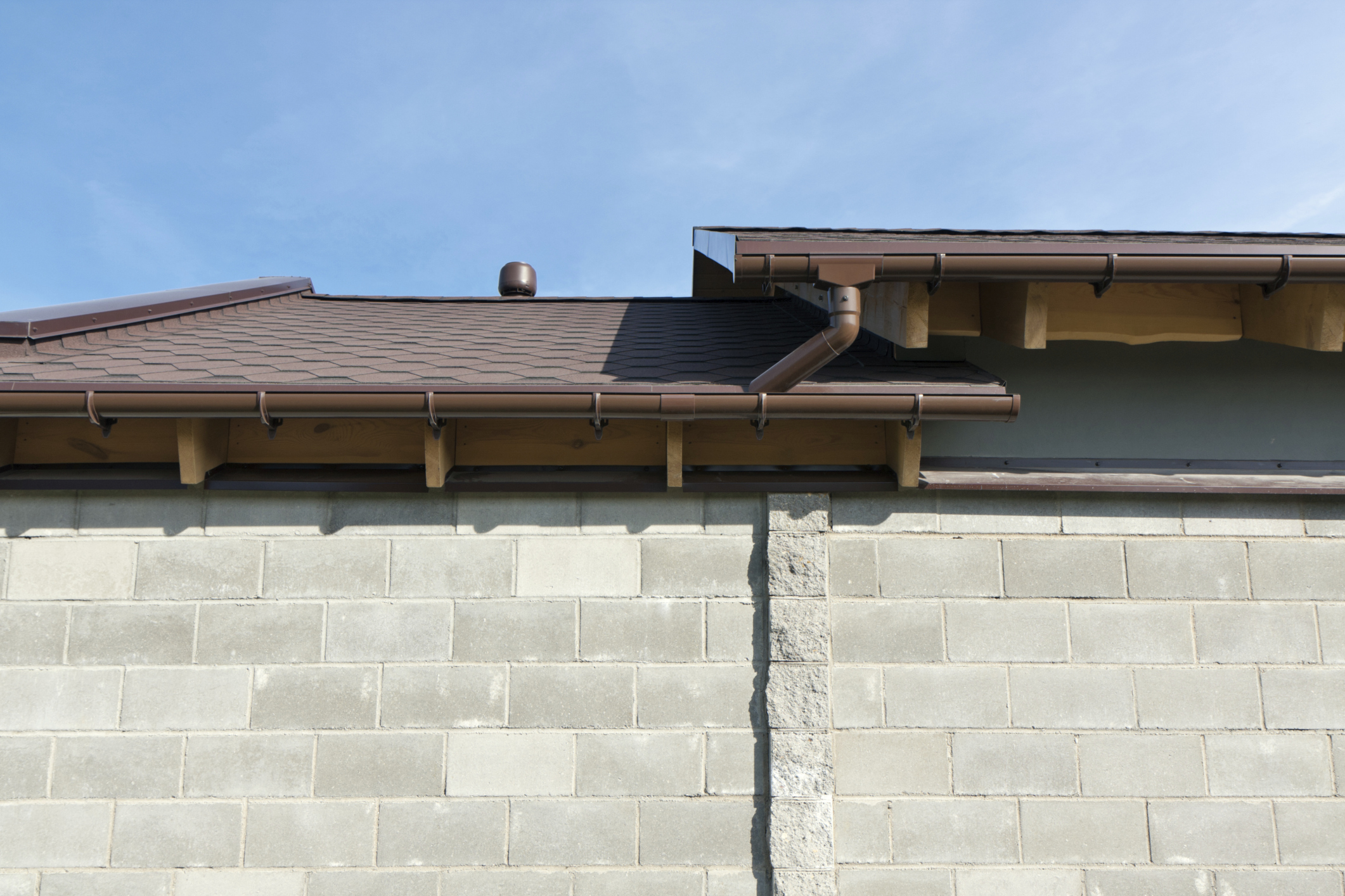 Install gutters hire someone or diy for Does a house need gutters