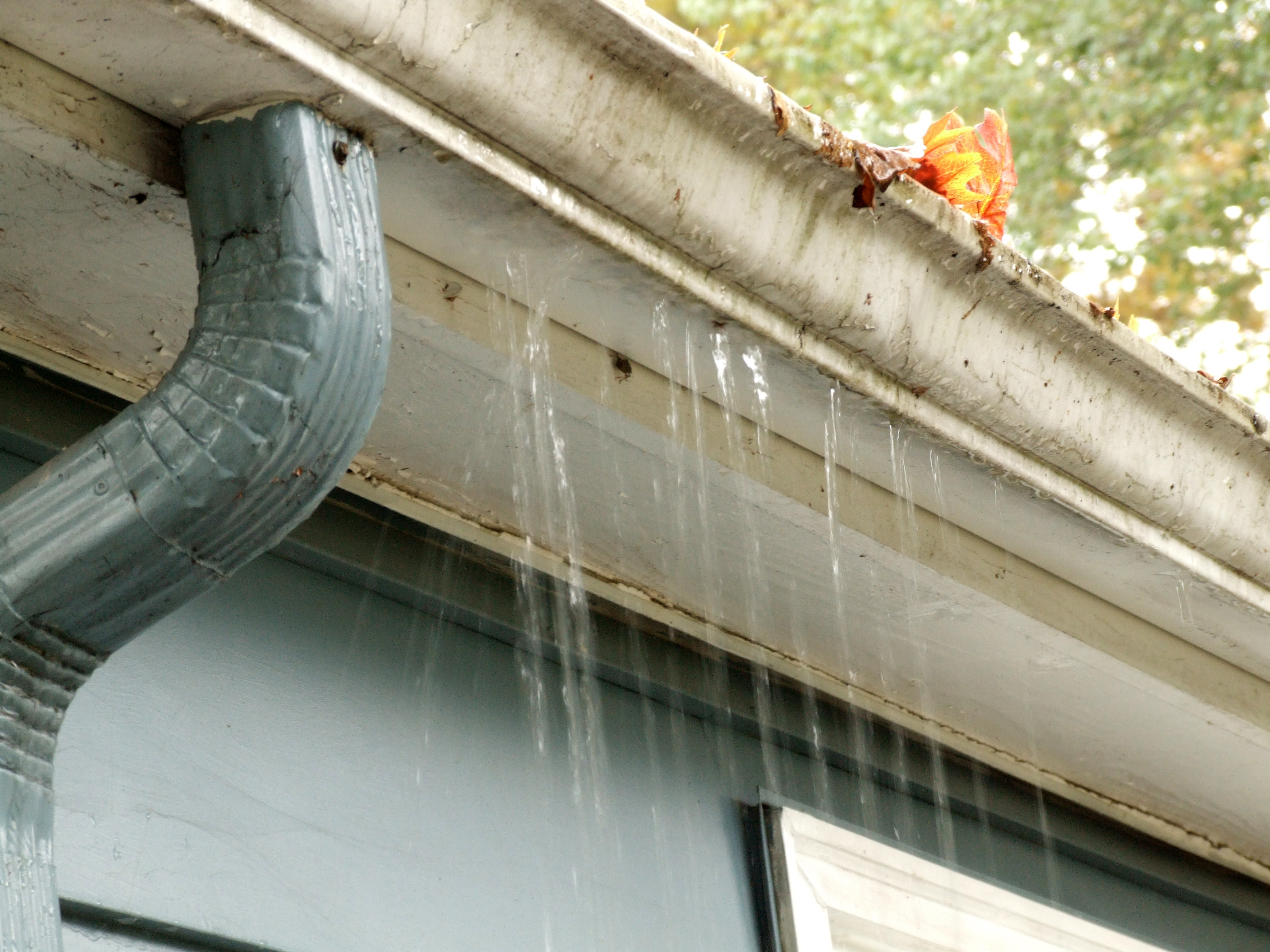 10 Signs It S Time For A Gutter Replacement