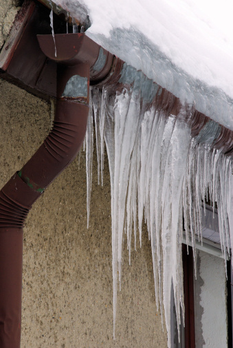 How To Thaw A Frozen Gutter