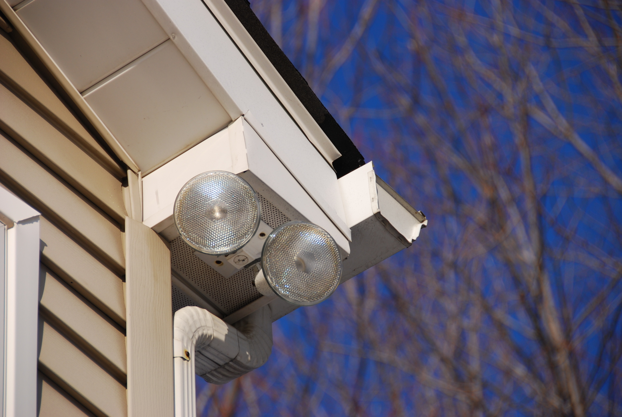 8 Reasons To Invest In Security Lights For Your Home