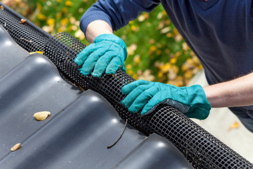 installing gutter screens