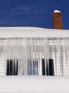 5 Tips For Removing Ice Dams From Your Roof