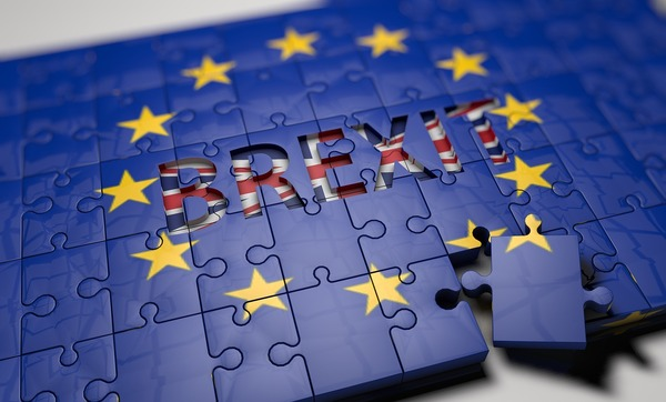 Blue puzzle with the words Brexit.