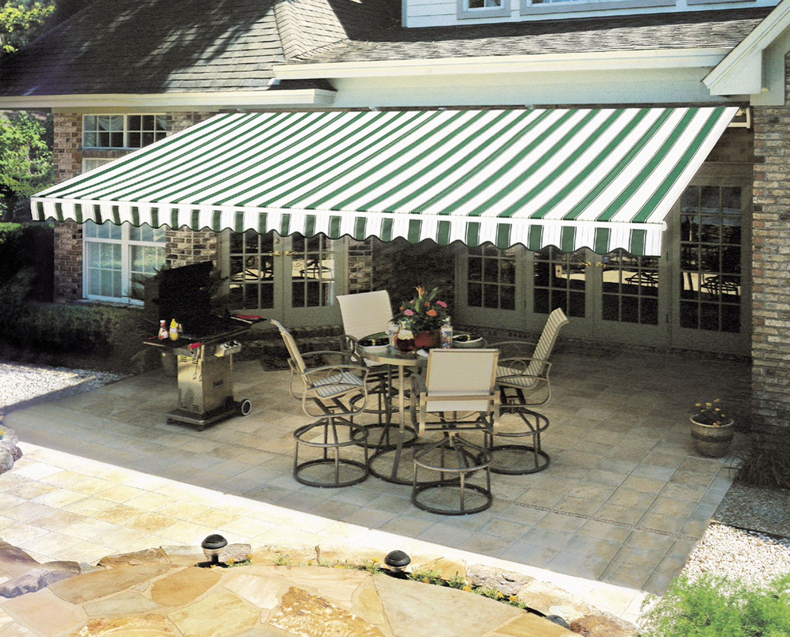 5 reasons a retractable awning is a good financial investment for Retractable patio awning canopy