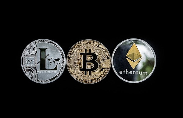 Silver and gold coins labeled Litecoin, Bitcoin and Ethereum.
